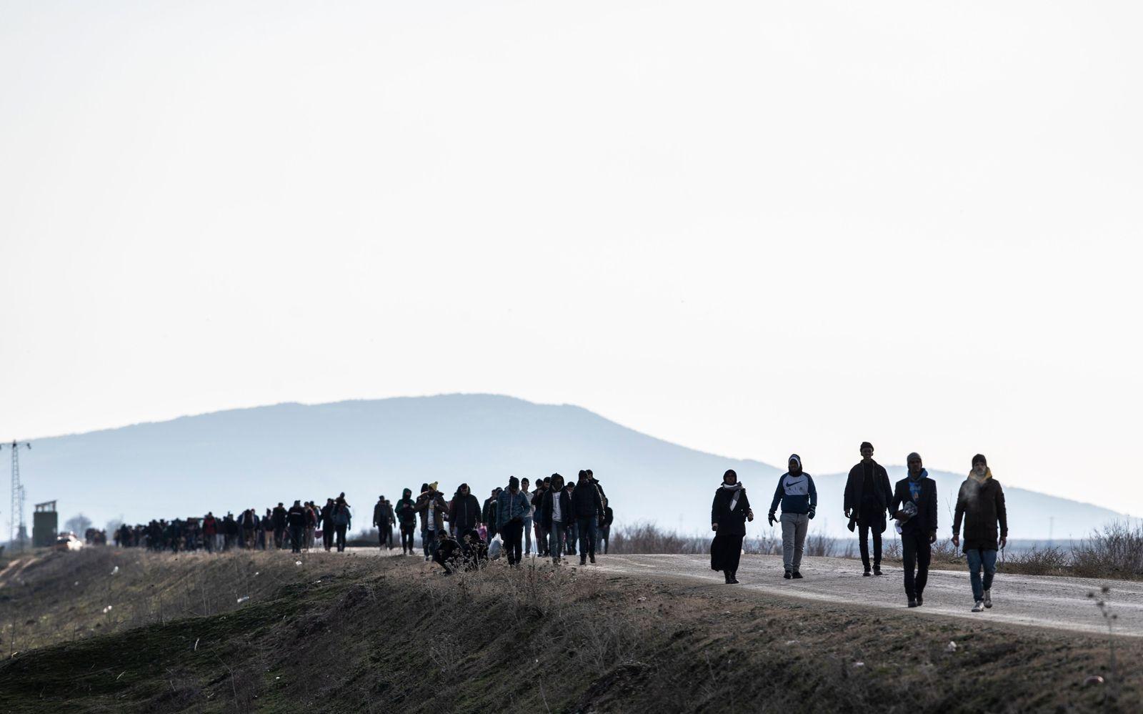Refugees and migrants gather at Turkish-Greek land border, Edirne, Turkey - 01 Mar 2020