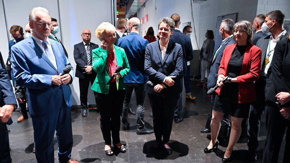 Ministerpräsident Reiner Haseloff mit den Spitzenkandidatinnen Cornelia Lüddemann (Grüne), Lydia Hüskens (FDP) und Katja Pähle (SPD)