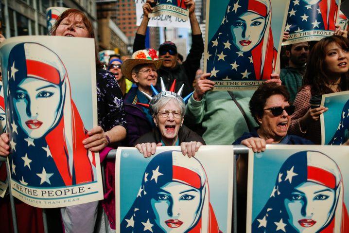 """""""Stolz auf unsere Vielfalt"""": New Yorker Solidaritätsproteste mit Einwanderern (2017)"""
