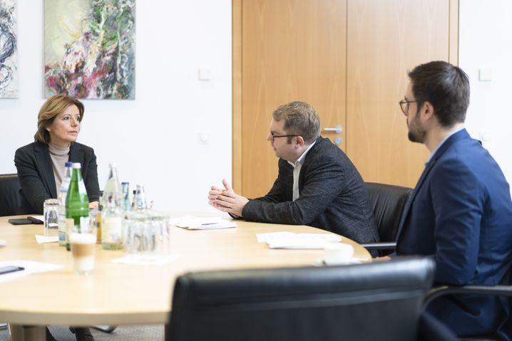 """Malu Dreyer mit SPIEGEL-Redakteuren: """"Wir könnten insgesamt mehr Zuversicht ausstrahlen"""""""