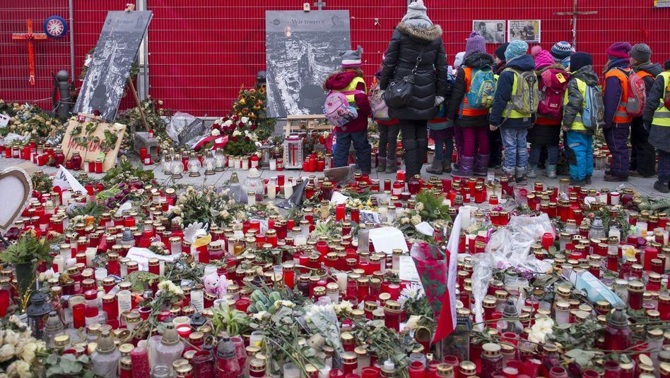 Blumen und Kerzen am Breitscheidplatz