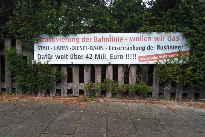 Lars Ostermeyer kämpft mit einer Initiative gegen die Bahn