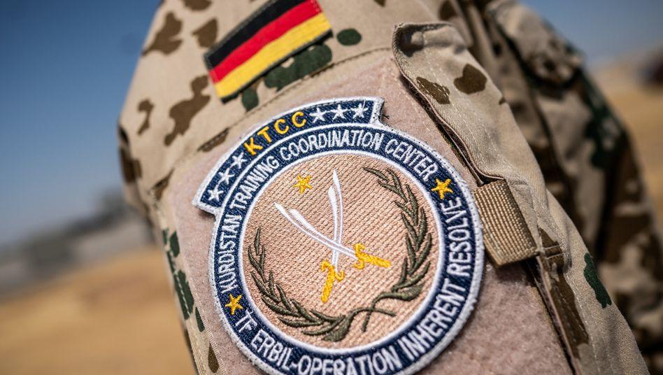 """Das Schulterabzeichen der Bundeswehr Mission """"Operation Inherent Resolve"""" des Kurdistan Training Coordination Center"""