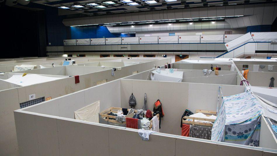 Notunterkunft für Flüchtlinge im früheren Ballsaal des ICC in Berlin
