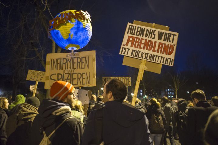 Gegendemonstranten in Dresden