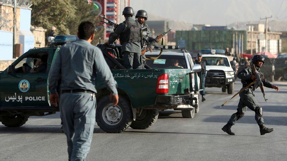 Polizeieinsatz auf Straße von Kabul