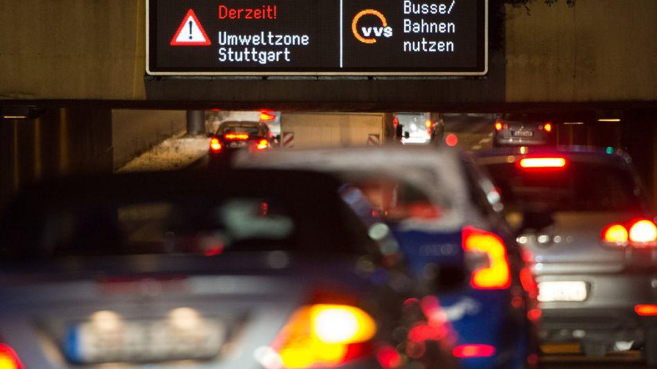 Innenstadt von Stuttgart am 18.01.2016: Umstrittener Appell an Autofahrer