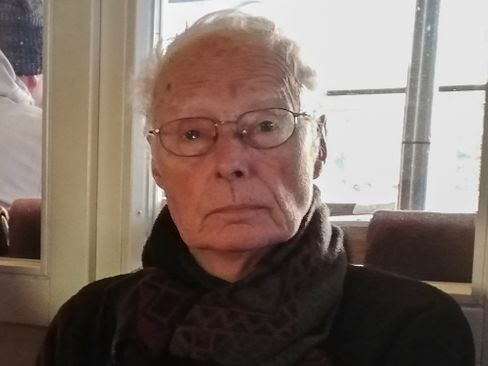 In Hamburg unterrichtete Jürgen Gill an Haupt- und Realschulen Sport, Deutsch und Geschichte. Heute lebt er in Kaltenkirchen (Schleswig-Holstein).