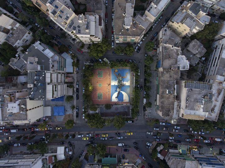 Graffito Antetokounmpos im Athener Stadtteil Sepolia: Fleckchen Hoffnung zwischen grauen Betonbauten
