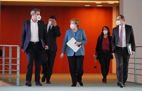 Markus Söder, Angela Merkel und Michael Müller (v.l.) nach dem Impfgipfel