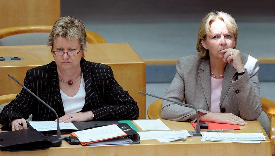 Schulreform vor Aus: Schulministerin Löhrmann (Grüne) und Ministerpräsidentin Kraft (SPD)