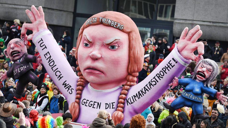 Figur der schwedischen Klimaaktivistin Thunberg beim Rosenmontagszug