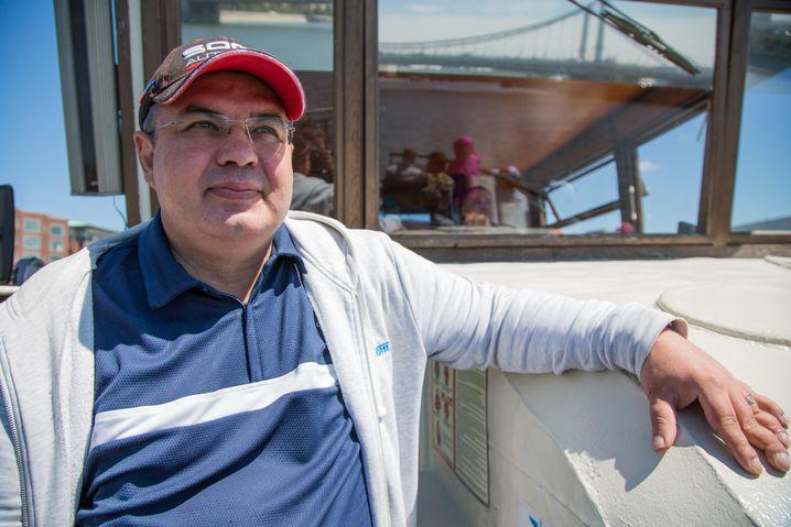 Sergej an Bord seines Schiffes