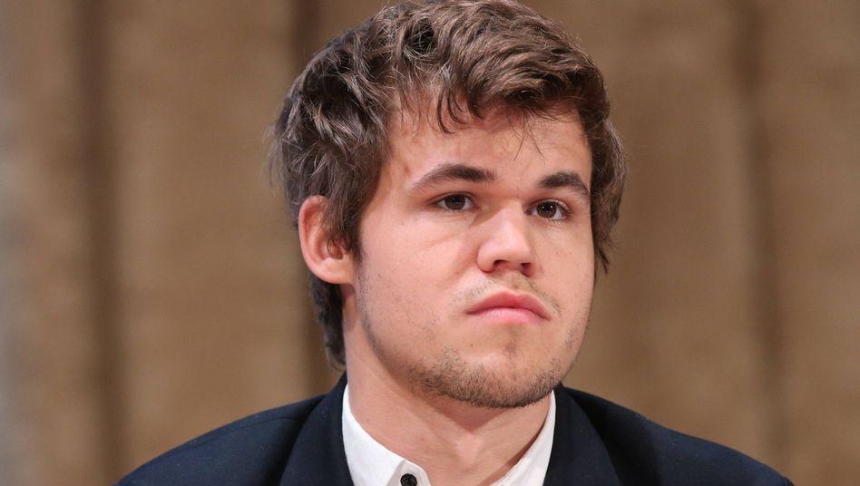 Schach-Weltmeister Carlsen: Aufgabe nach 62 Zügen
