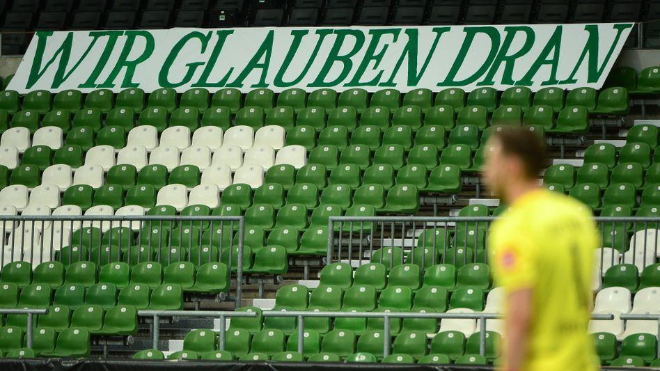 Werder-Torhüter Jiri Pavlenka mit der umgesetzten Botschaft