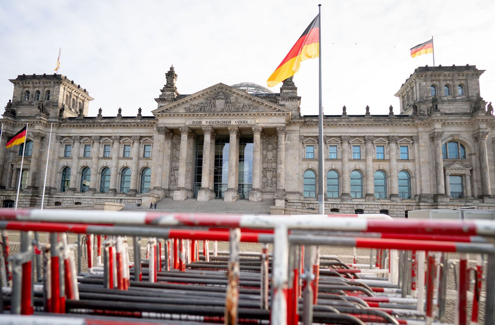 Absperrgitter vor Reichstagsgebäude