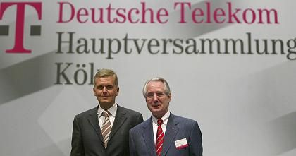 Kai-Uwe Ricke (L) and Klaus Zumwinkel, the former chief executive and supervisory board respectively, during a shareholder meeting in 2004 when they were in charge of Deutsche Telekom.