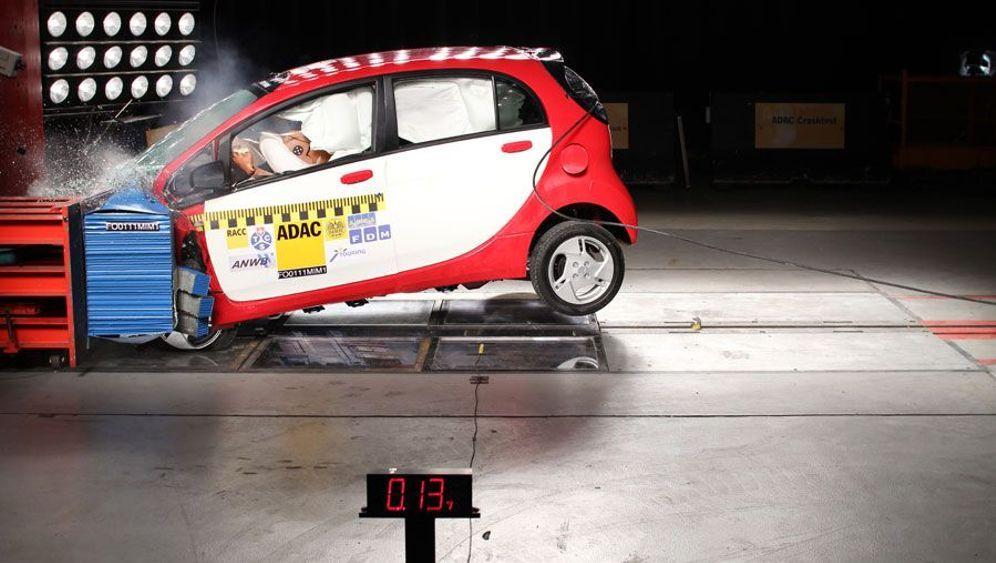 Elektroautos: Mitsubishi iMiEV besteht Crashtest
