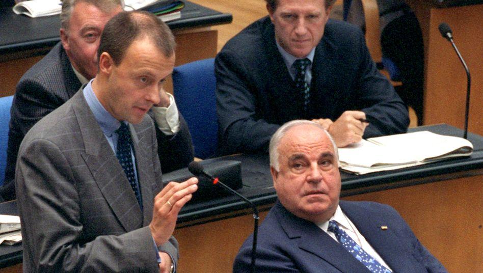 Friedrich Merz und Helmut Kohl 1998 im Bonner Bundestag