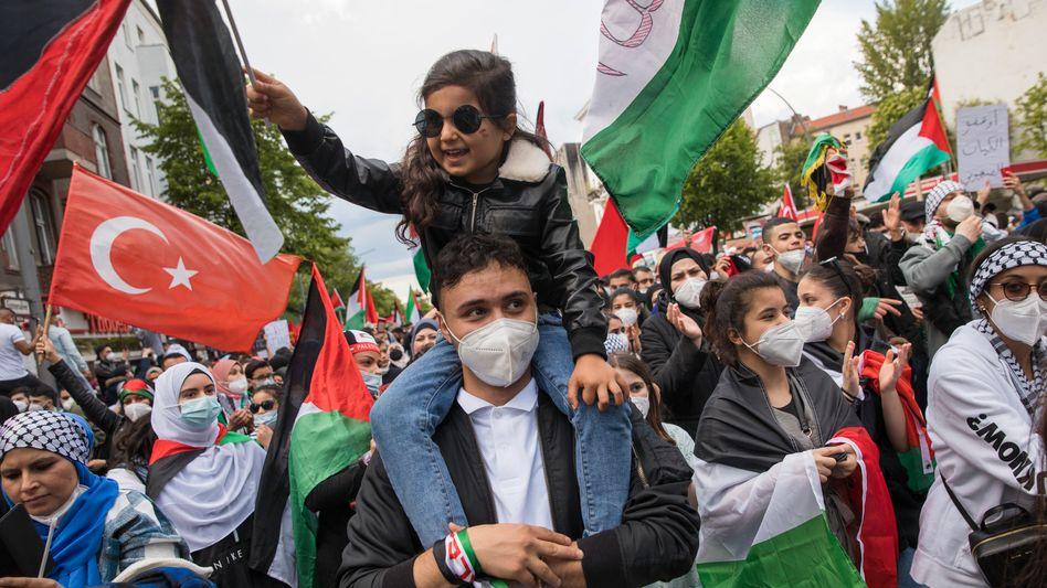 Demonstrierende auf einer antiisraelischen Kundgebung vom vergangenen Wochenende