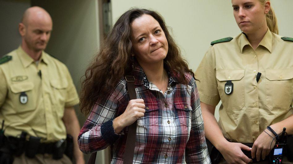 Beate Zschäpe vor Gericht: Angeklagt wegen Mittäterschaft bei zehn Morden