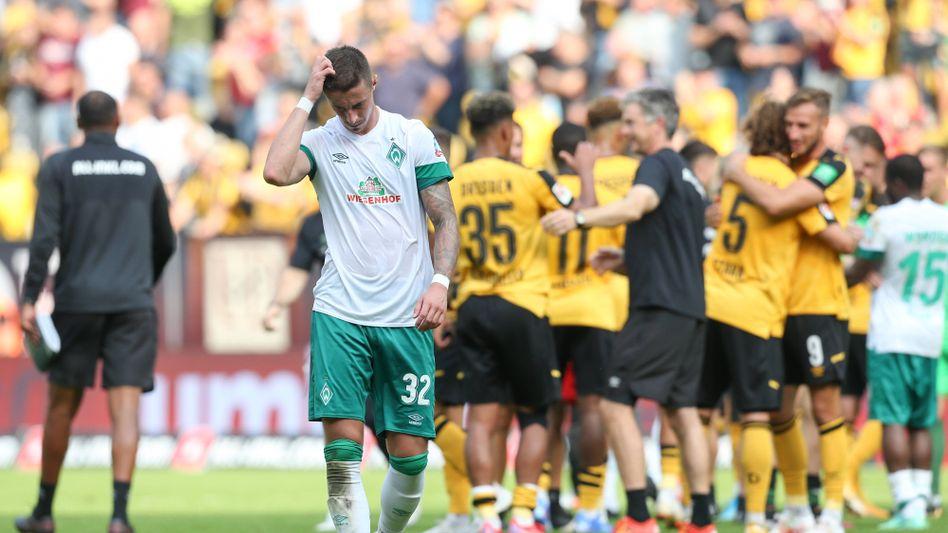 Fragende Blicke und Gesten in Grün-Weiß: Werders Marco Friedl in Dresden