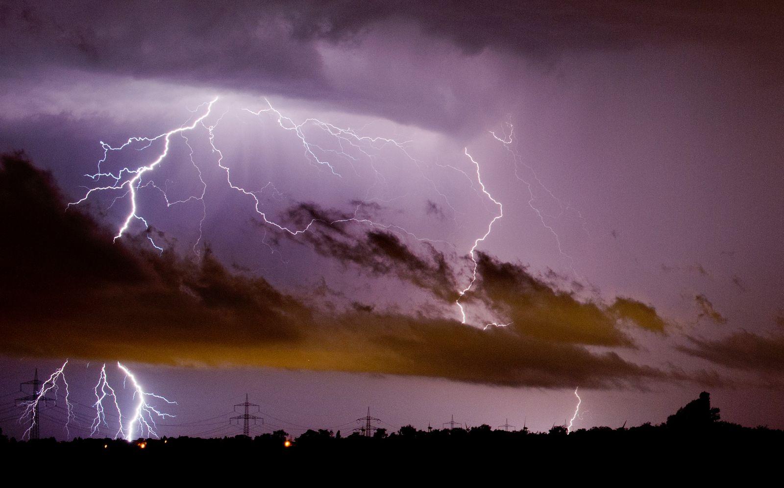 SPERRFRIST 13.11.14 20Uhr Blitze/ Klimawandel
