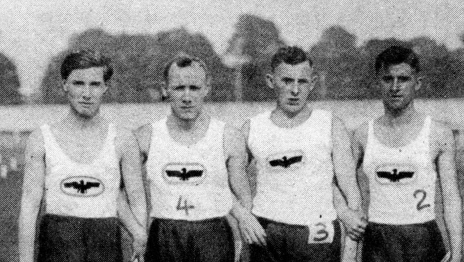 Natan, links, im Jahr 1926, als er für Phönix Karlsruhe antrat