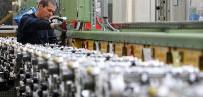 """Arbeiter bei Daimler: """"Es gibt keine Schenkungen mehr"""""""