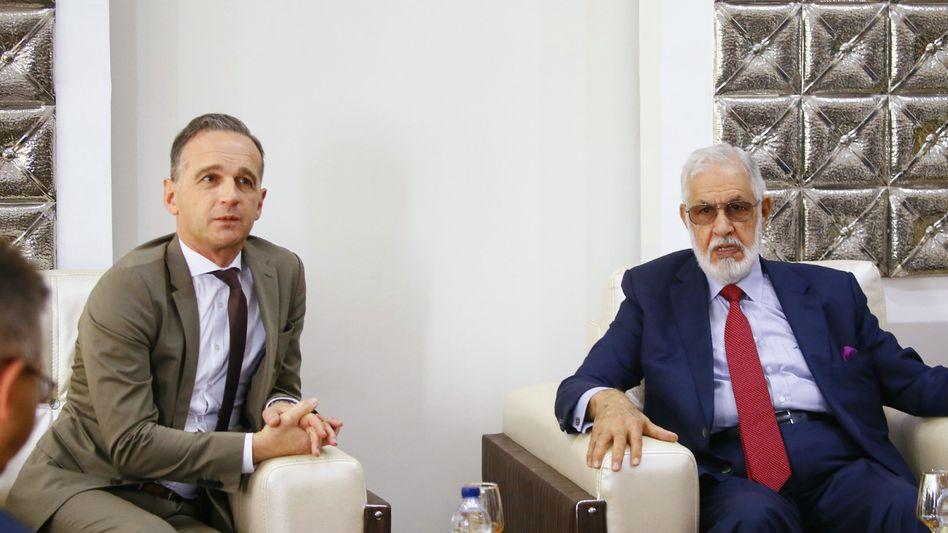 Heiko Maas bei einem Treffen mit seinem libyschen Amtskollegen Mohammed Tahar Siala in Suara
