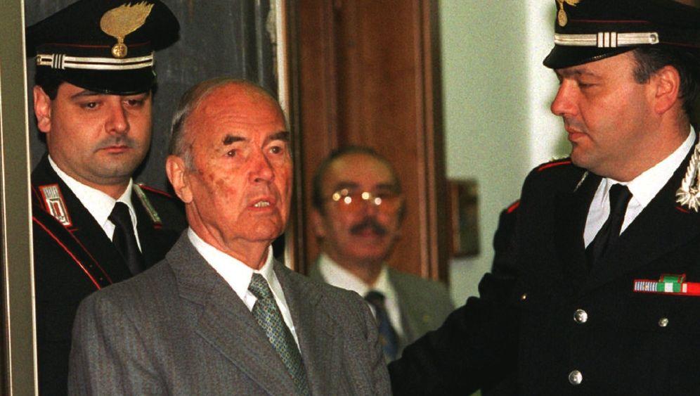 Erich Priebke: Trauerfeier für einen NS-Kriegsverbrecher