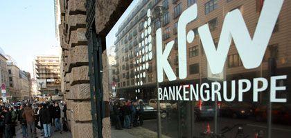 KfW: Zinsen für Studienkredite steigen, aber etwas weniger stark