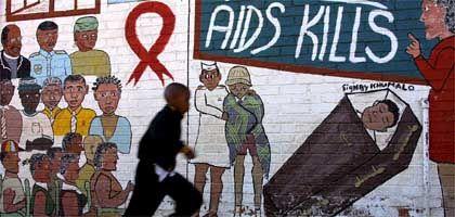"""Aids-Warnung an einer Häuserwand in Soweto, Südafrika: """"Es gibt nur eine Linse, durch die man auf Afrika gucken kann"""""""