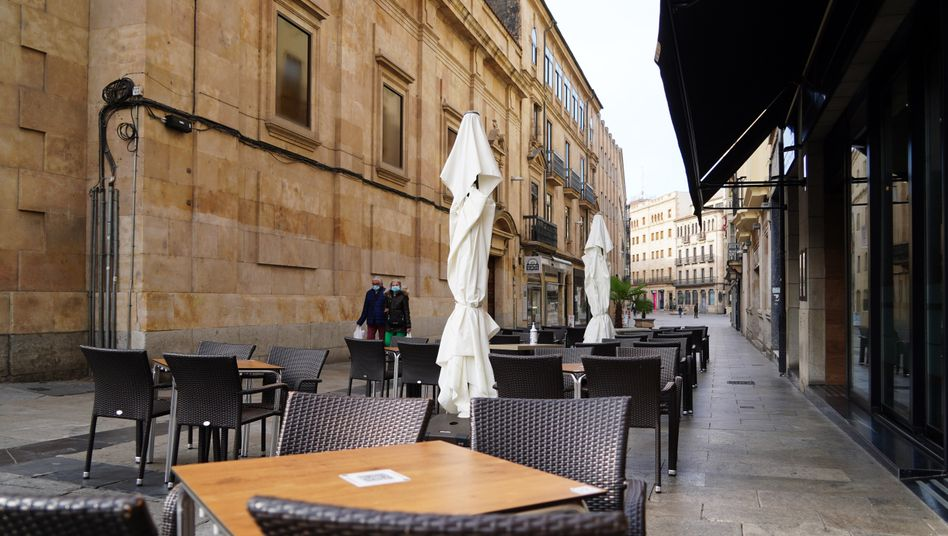 Straßenszene in Salamanca: Brüssel erwartet eine beispiellose Rezession für die europäische Wirtschaft