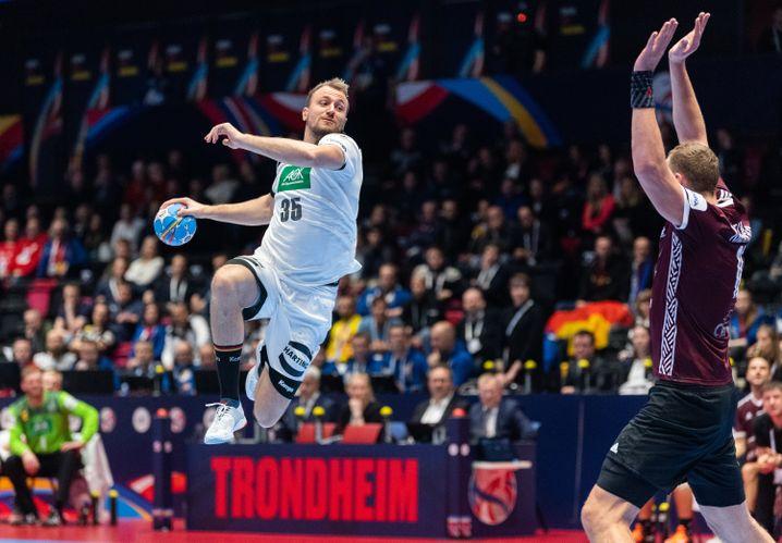 """Julius Kühn in der Luft: Der """"Shooter"""" war Deutschlands bester Werfer gegen Lettland"""