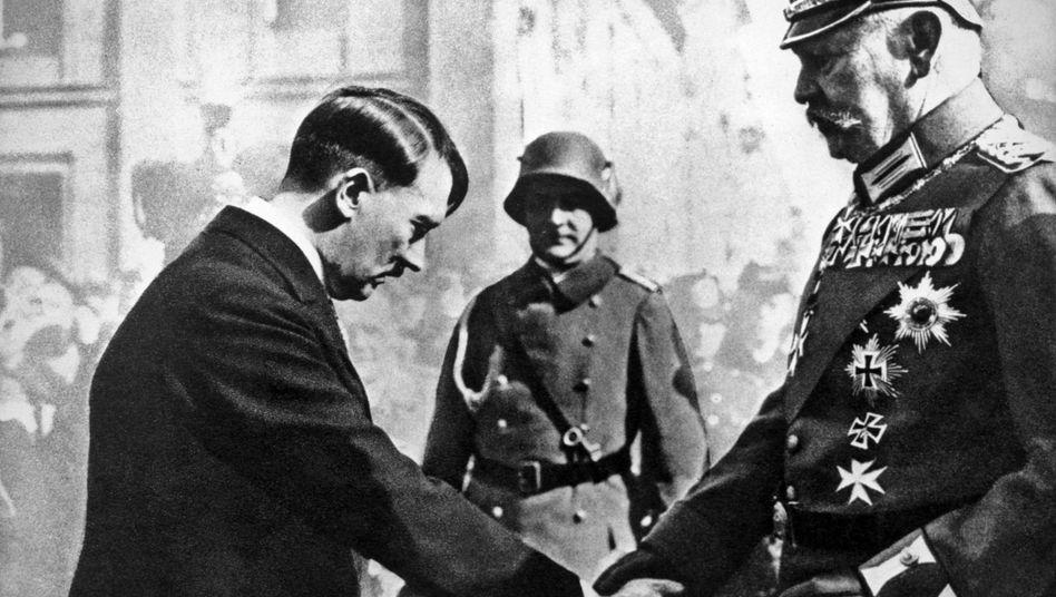 Reichskanzler Hitler, Staatsoberhaupt Hindenburg im März 1933: Historische Parallelen