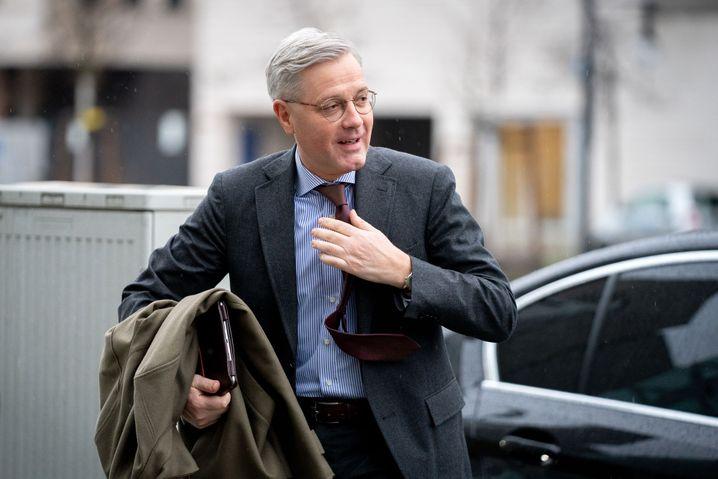 Kandidat Röttgen will mit seinen Mitbewerbern in der ARD debattieren
