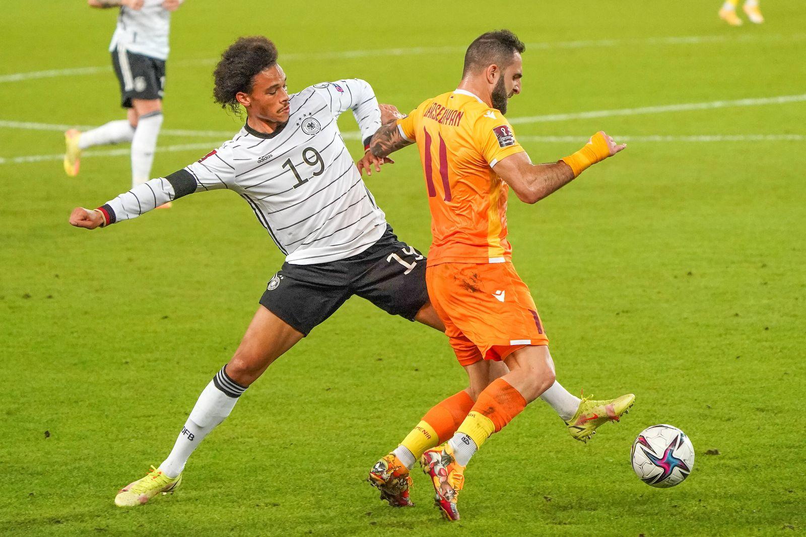 Leroy Sane (Deutschland Germany) gegen Tigran Barseghyan (Armenien) - Stuttgart 05.09.2021: Deutschland vs. Armenien, M
