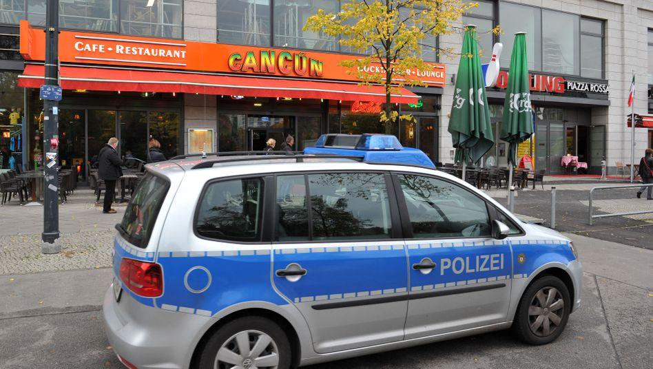 Restaurant in der Berliner Rathausstrasse: 20-Jähriger erliegt seinen Verletzungen