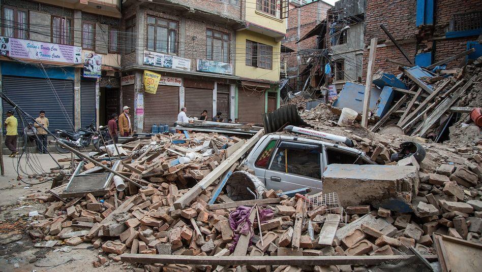 Trümmer eines Hauses in Kathmandu: Polizei spricht von mehr als tausend Opfern