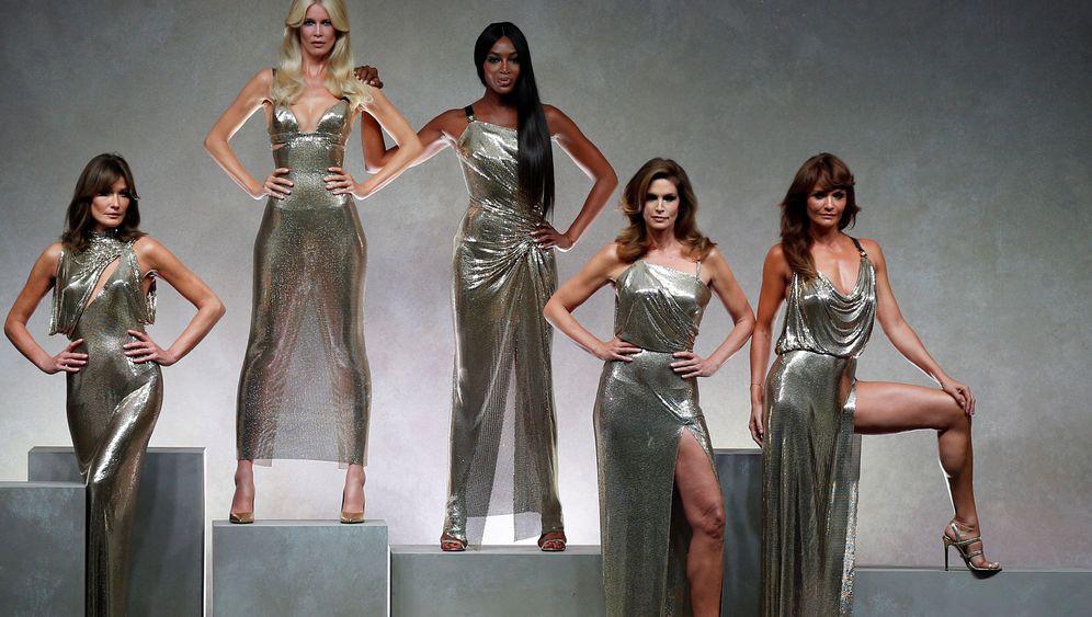 Auf dem Laufsteg und Backstage: Die besten Modebilder des Jahres