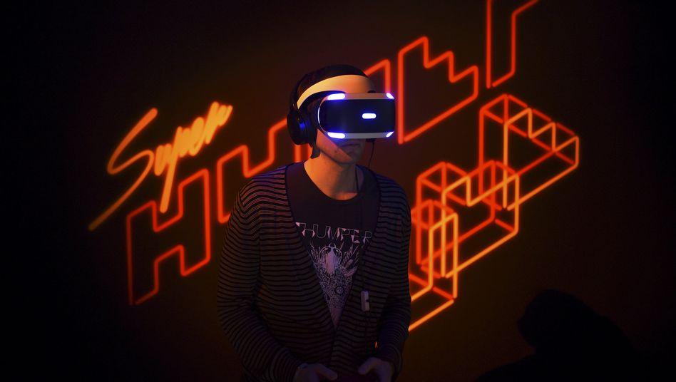 Spielentwickler mit Sonys VR-Brille für die Playstation 4