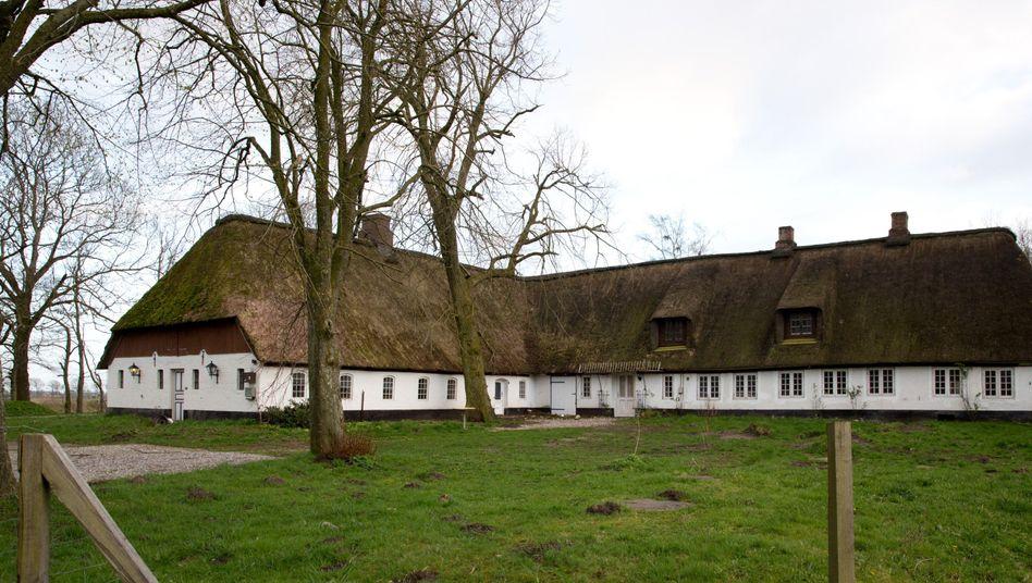 Außenansicht des Gutshauses in Fresenhagen (Nordfriesland): 18 Zimmer für 180.000 Euro
