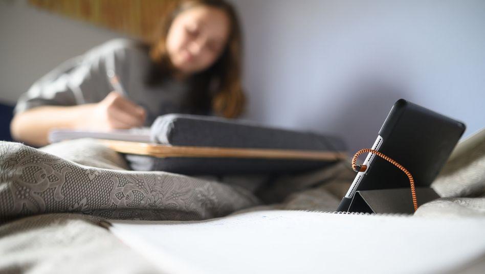 Wenn sie zu Hause lernen, sind Kinder und Jugendliche oft auf Laptops angewiesen