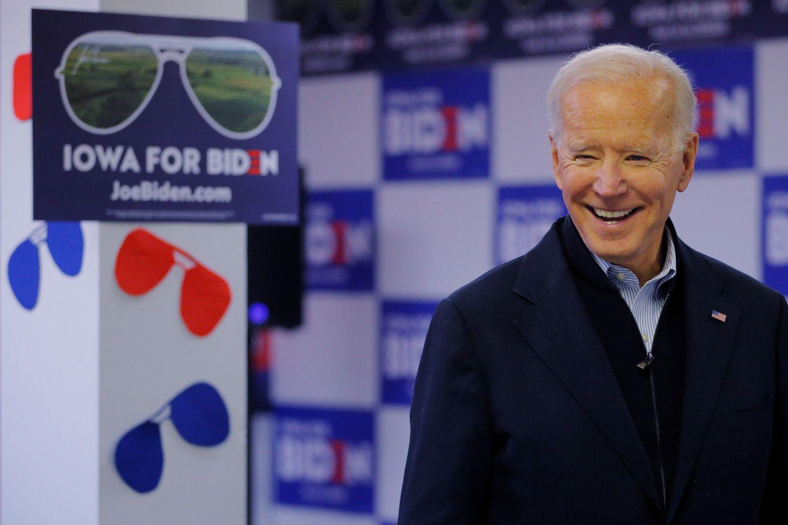 Democratic 2020 U.S. presidential candidate Biden visits volunteers phone-banking in Des Moines