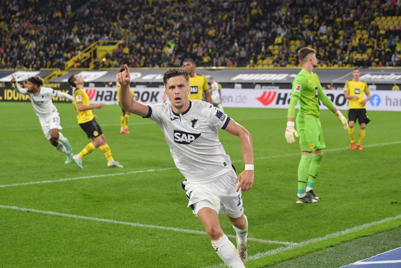 Jubel Christoph Baumgartner (TSG Hoffenheim) 1:1, rechts Torwart Gregor Kobel (Borussia Dortmund) 27.08.2021, Fussball G