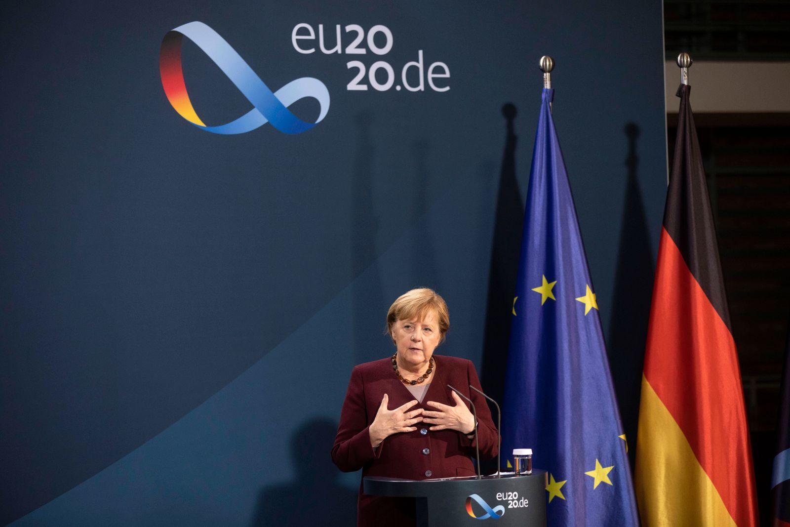 Deutschland, Berlin, Bundeskanzleramt, gemeinsame Presseunterrichtung von Bundeskanzlerin Angela Merkel CDU und Finanzm