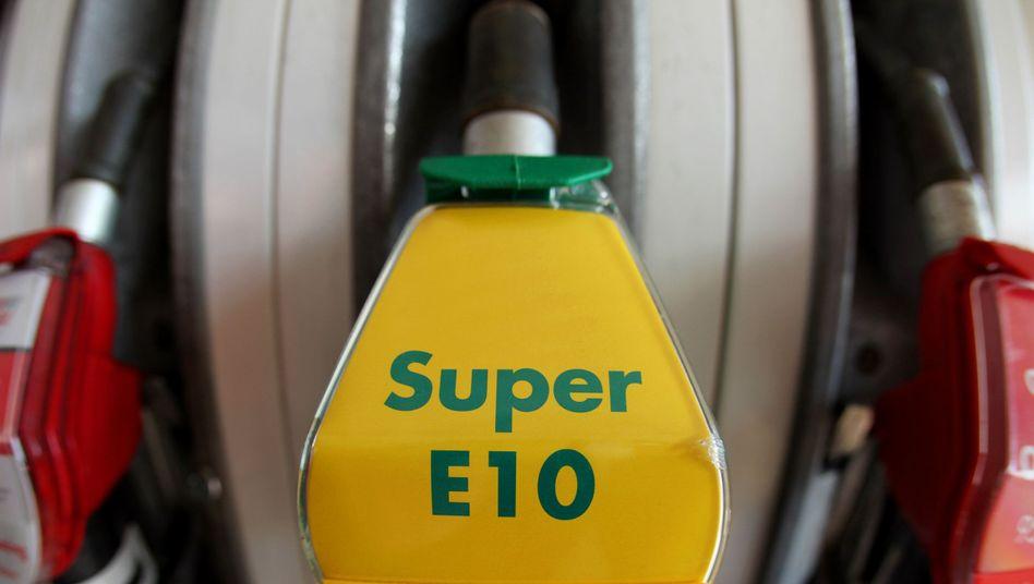 Zapfhahn mit E10: Eine Mehrheit ist gegen einen weiteren Verkauf des Biokraftstoffs