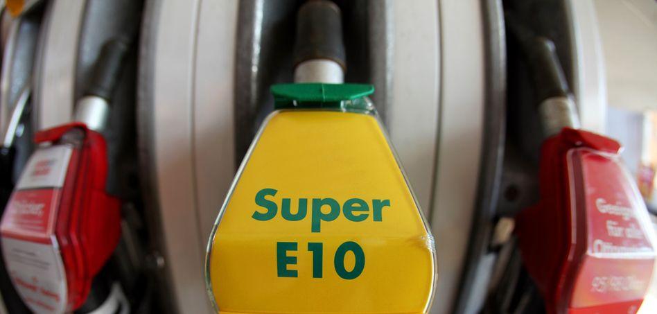 E10-Zapfpistole an einer Tankstelle in Bayern: Umstrittener Kraftstoff