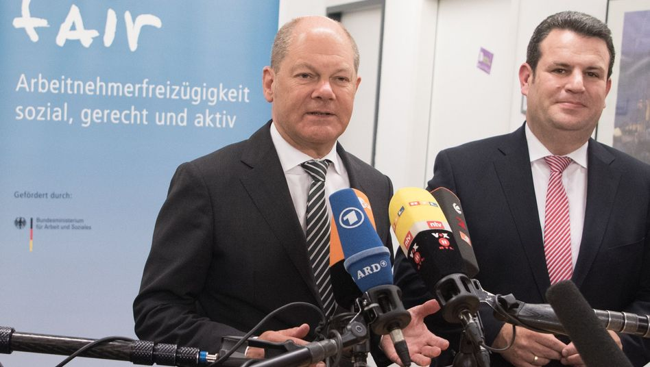 Minister Olaf Scholz (l.) und Hubertus Heil (Archivbild)